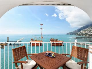 Dipinta di blu with terrace overlooking the sea, Amalfi