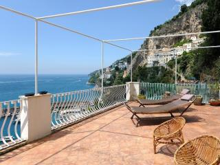 La maiolica with large terrace and sea view