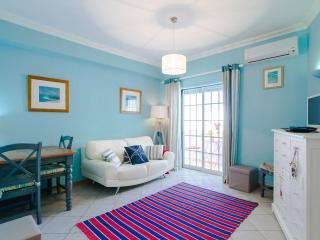 Charming apartment , sea only 400 metres away ...stylish apartment , free wifi