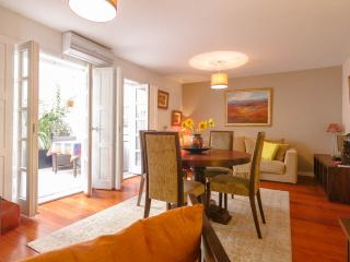 Stylish apartment, courtyard, garage ,wifi,bikes tv including Sky sports & films