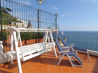 La Piazza with terrace and sea view, Amalfi