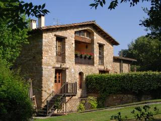 Restored Farmhouse w/ Pool and Mountain Views (1), Girona