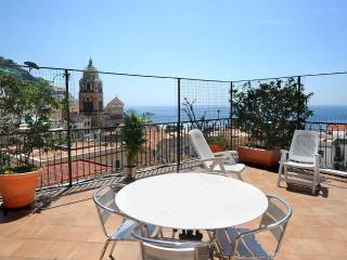 O Sole Mio with large terrace and sea view
