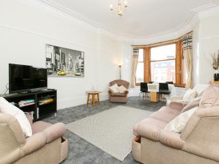 Top Floor Bright Spacious 2 Bedroom Apartment, Glasgow