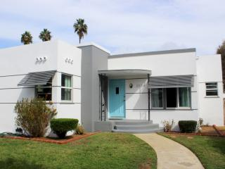 Adorable bungalow bordering Carlsbad and Oceanside