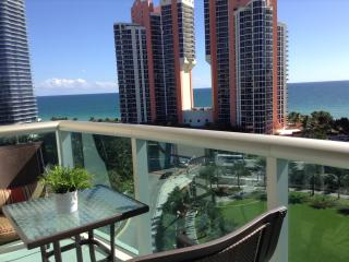 Amazing 1 Bed Apartment Direct Ocean Views One Step From The Ocean, Sunny Isles Beach