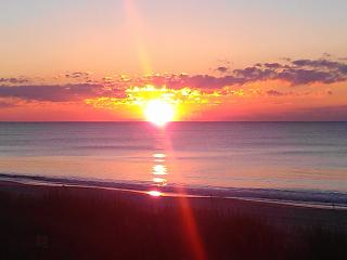 Lovely Oceanfront Condo - Steps from the Beach!, Myrtle Beach Nord