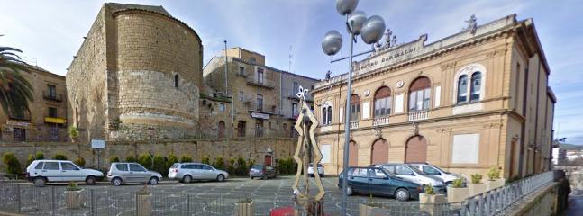 le vicinanze il teatro Garibaldi e la Commenda dei Cavalieri di Malta
