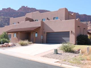 SG2 | LUXURIOUS MOAB CONDO, YET VERY AFFORDABLE!, Moab