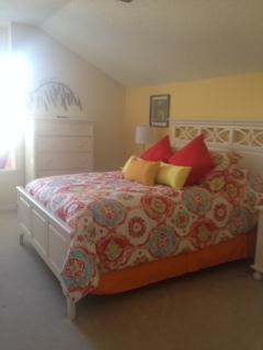 Grand lit à l'étage - en attente de photo professionnel