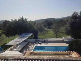 Villa sleeps 10  with pool 10x5m.5 double bedrooms, Santa Eulalia del Río