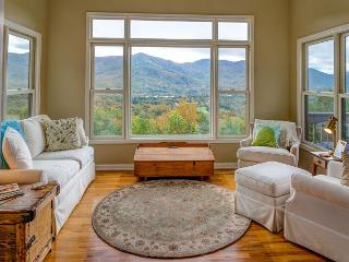 Robin's Nest | 4 BR Asheville Area Vacation Rental | Mountain Views, Black Mountain