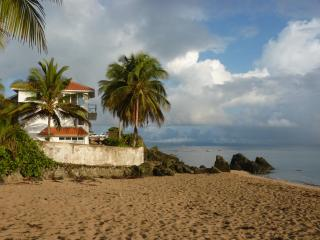 Las Piedras, Beachfront Villa with pool, sandy beach, and amazing views!