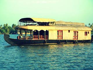 Cochin to Kollam Houseboat trip