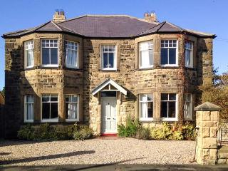 GREYCROFT, spacious family house, close pub, near coast, in Christon Bank Ref 21807, Embleton