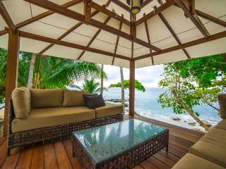 Beachfront Luxury Villa for up to 18 Guests!, Tambor