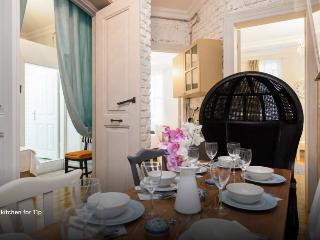 Galata Tower 3bdrm-3bath-8px-1st floor
