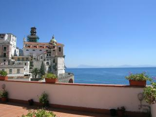 La Meraviglia with large terrace and sea view, Atrani