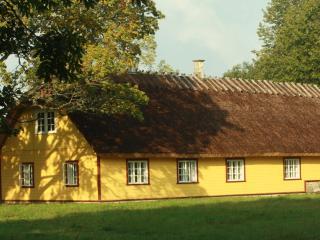Välja I, Saaremaa
