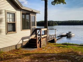Sebago Lake - 3 Bedroom / 1 Bath Shore/Dock