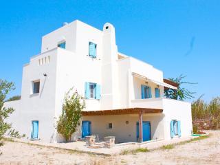 Seaside Villa Dimitra ,Plaka beach, Naxos Island