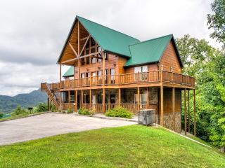 Spring BOGO 4 night min April & May!! Luxuary Cabin 5br/5ba Wilderness Calls., Pigeon Forge