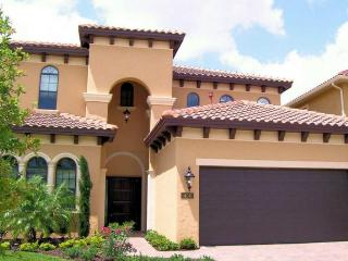 Stunning 6 bedroom, 6.5 bathroom home in Reunion Resort. Golf course views, pool, spa and summer kitchen