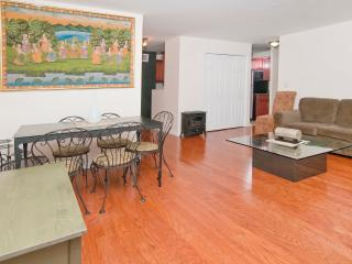 Nice 3 bedroom 1bath mins to Times Square