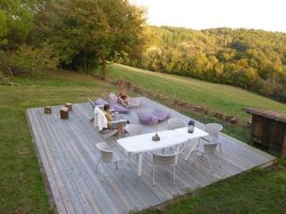 Big terrace with open views of the rolling hills of Gascony
