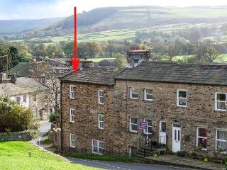 ALMA HOUSE, stone-built townhouse, woodburner, WiFi, in Reeth, Ref 15569