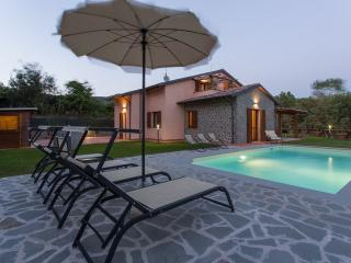 Verdi Colline, Lovely Villa overlooking the Lake, Tuoro sul Trasimeno