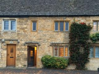 Lovely High Street Cotswolds Cottage