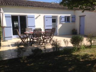 Deceptively Spacious Cottage, Saint-Romain-de-Benet