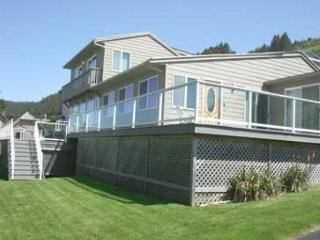 Large Ocean View Home with Hot Tub, Pool Table, Wifi, Lincoln City