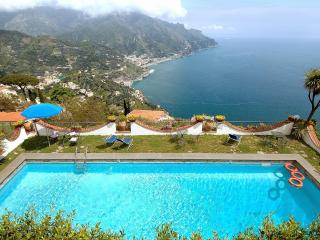 Little Dream with terrace, pool and sea view, Ravello