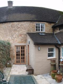 Cottage Courtyard Garden, Private & Quiet, The Cottage, Moreton