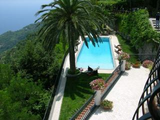 Villa San Nicola with pool and sea view, Ravello