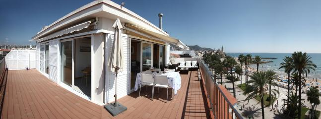 Luxury 50 m² terrace in front of the sea with chill out and eating zone