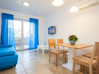 Adorami Apartments A2, Baska