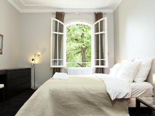 38. 2 BEDROOM APT-DIRECT VIEW OF CHAMPS DE MARS, Paris