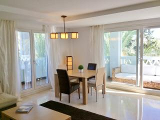 First line beach apartment in Las Canas Beach, Marbella