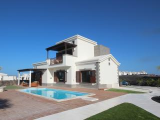 Hipoclub Villas, Alisios, Fabulous 4bedrooms villa with pool in Playa Blanca