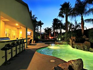 'Cambria' Pool, Spa, Firepit, Poker, Arcade Games!, La Quinta