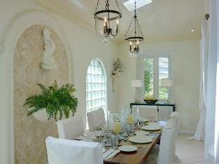 Stylish 3 bedroom beachfront villa including a spacious ocean facing sun deck, Saint James Parish