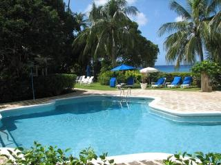 Amazing 3 Bed Beachfront Villa with Ocean Views, Gibbes