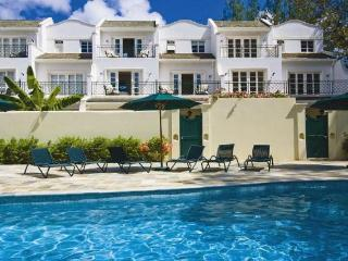 Spacious 4 bedroom, 4 bathroom villa with a large terrace and access to a huge pool. Comes with free membership of the nearby golf club and spa / gym!, Saint Peter Parish