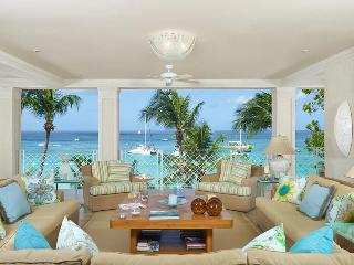 Luxurious 4 bedroom apartment, located on one of the most desirable beaches on the island, Paynes Bay