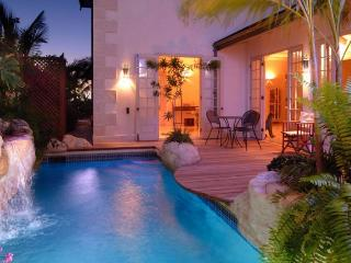 Luxury 4 Bed Home - Pool and Direct Beach Access, The Garden