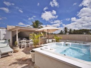 Luxurious 4 bedroom condominium with 2 pools, offering stunning views and direct access to a beautiful beach., Weston