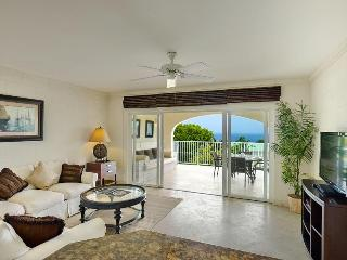 Luxury 3 Bed Villa with Covered Terrace, Pool, St. James